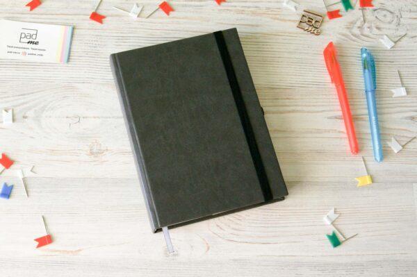 Датированный ежедневник для записи дел, встреч. Сделан в подарок мужчине