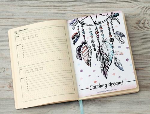 Серый ежедневник с трекерами и ловцами снов