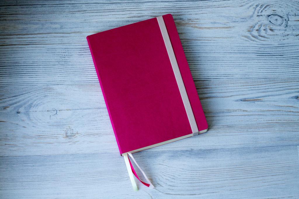 Розовый еженедельник в гибкой обложке с планерами на месяц