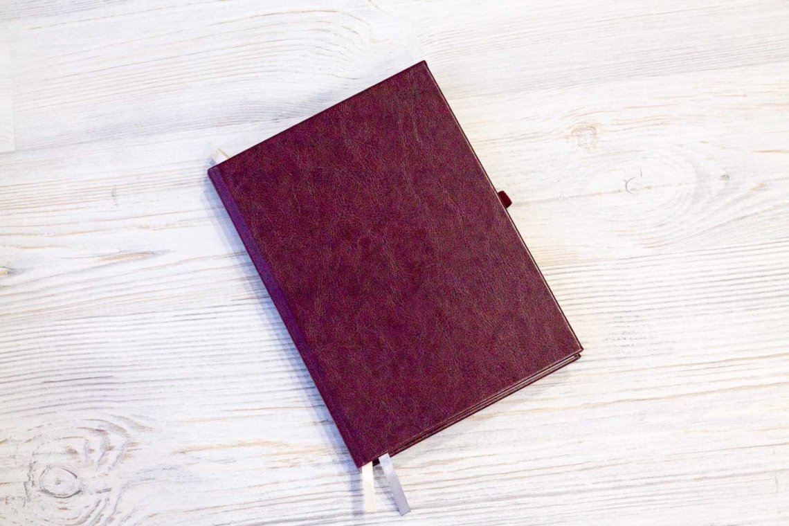 Темно-бордовый ежедневник