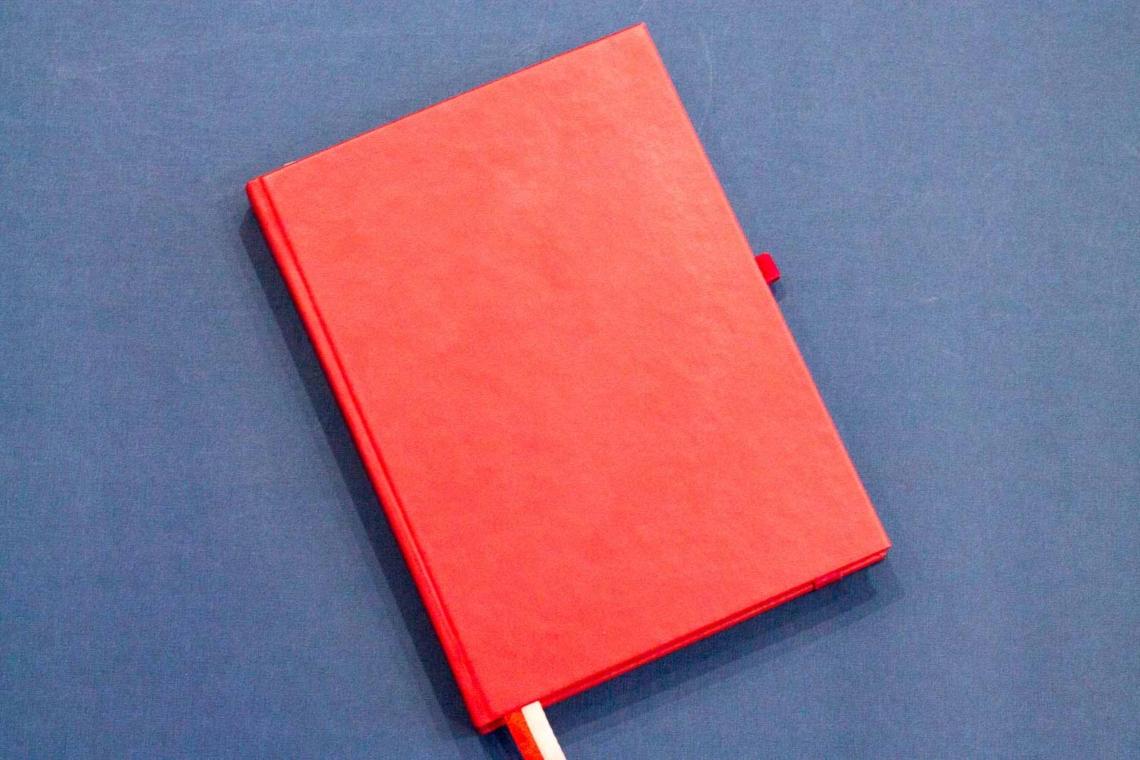 Красный ежедневник с планерами и трекерами